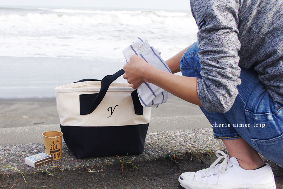 キナリ×ブラックのイニシャル刺繍トートバッグ